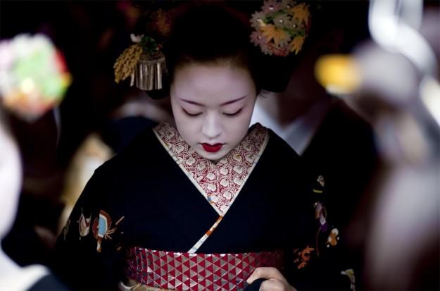 bambina-vestita-da-geisha