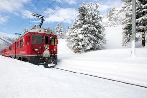 RhŠtische Bahn am Bernina Pass