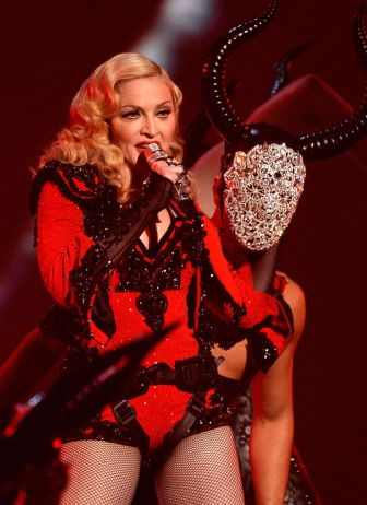 madonna-performs-at-2015-grammy-awards-in-los-angeles_1