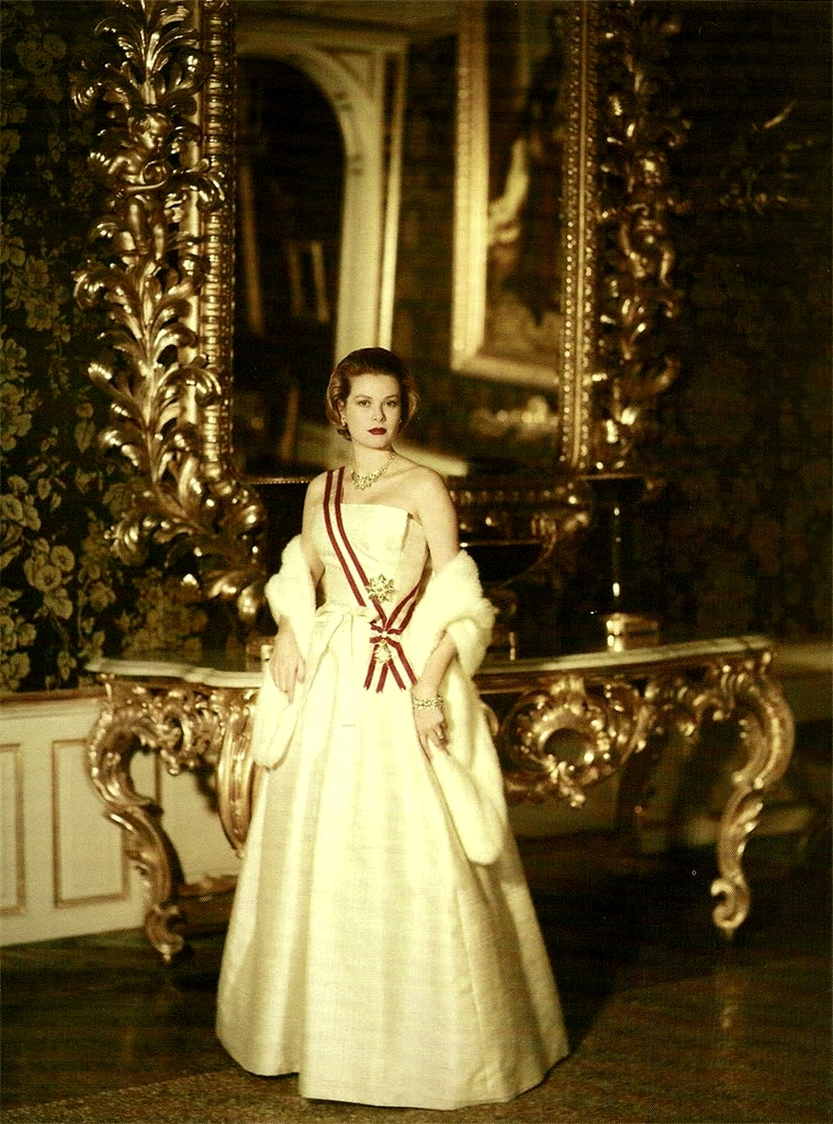 Grace kelly l attrice la principessa e la bellezza if for Rita hayworth altezza