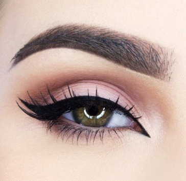 01-double-ways-to-wing-your-eyeliner
